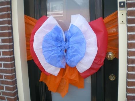 Strik in rood, wit en blauw met oranje band