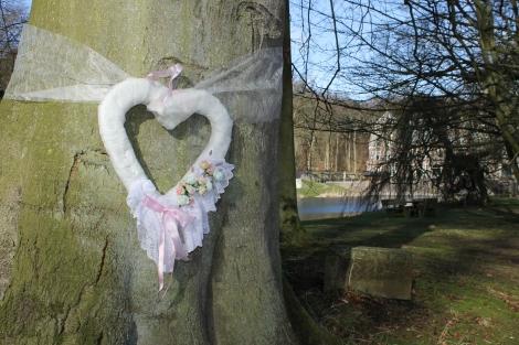 Zelfs de bomen zijn in bruidssferen.